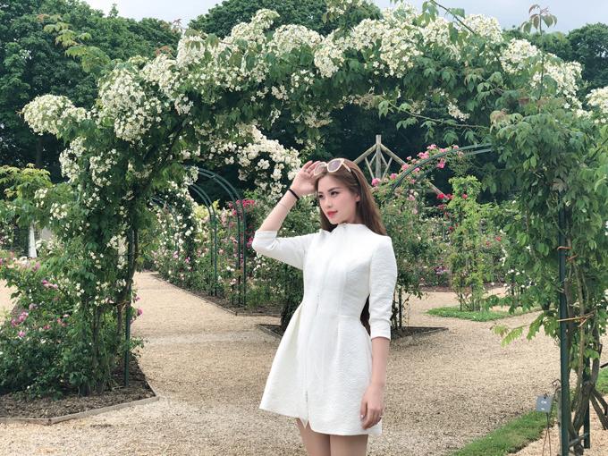 Diễm Trang tâm sự, sau 4 năm đăng quang tại Hoa hậu Việt Nam, cô hài lòng với hạnh phúc hiện tại.