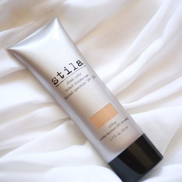 Kem bảo vệ da có màu của Stila được đánh giá cao ở khả năng che phủ, tạo nên lớp nền mỏng, nhẹ