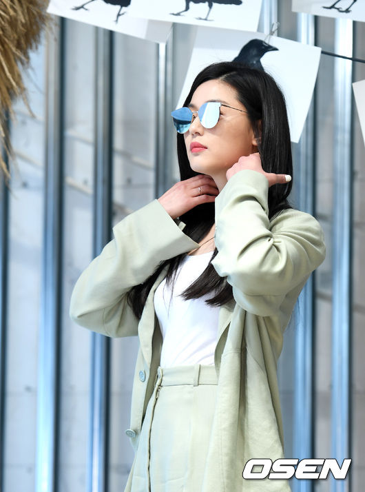 Mợ chảnh Jeon Ji Hyun gầy mảnh mai sau 5 tháng sinh con - 5