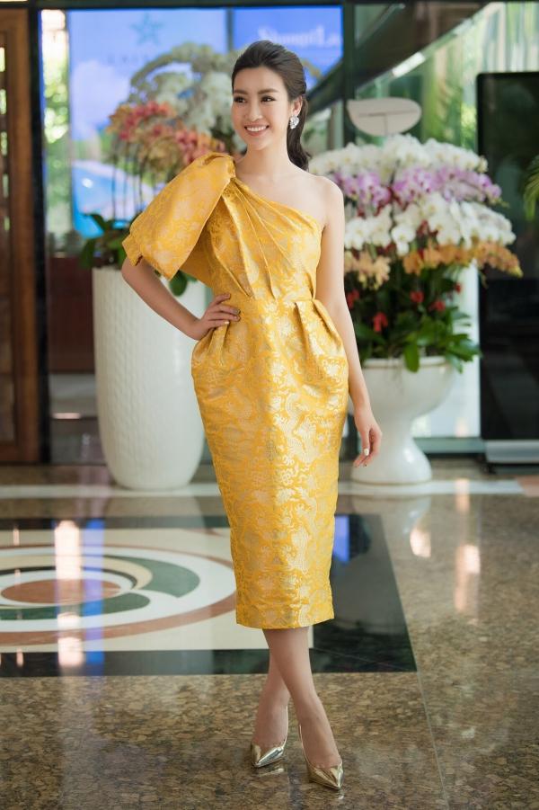 Đỗ Mỹ Linh khoe vai trần khi đi chấm Hoa hậu Việt Nam 2018 - 4