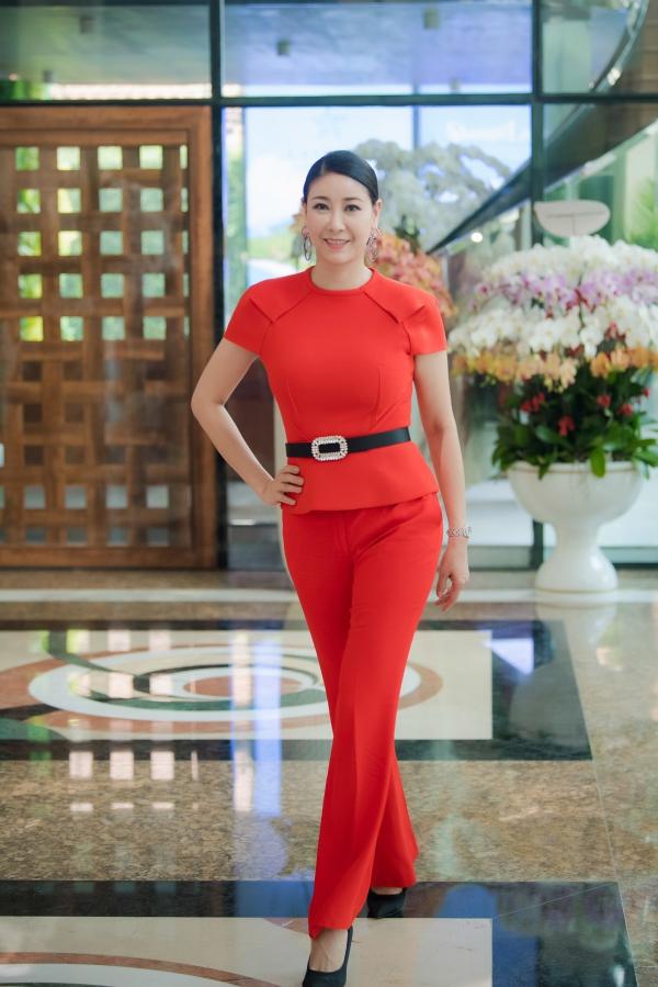 Đỗ Mỹ Linh khoe vai trần khi đi chấm Hoa hậu Việt Nam 2018 - 6