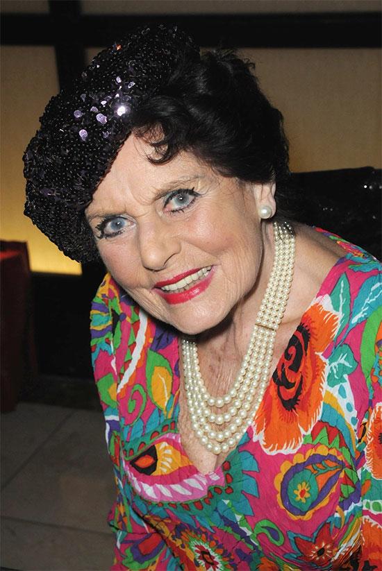 Eunice Gayson khi về già.