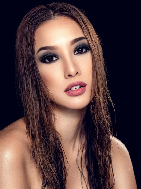 Bộ ảnh được thực hiện với sự hỗ trợ của Makeup: Hùng Việt, Photo: Fynz.