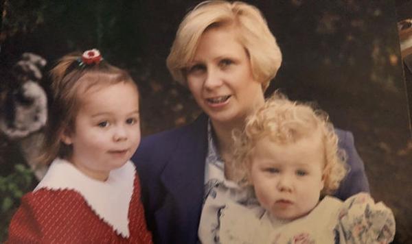 Penny cùng hai con lớn của chồng cũ.