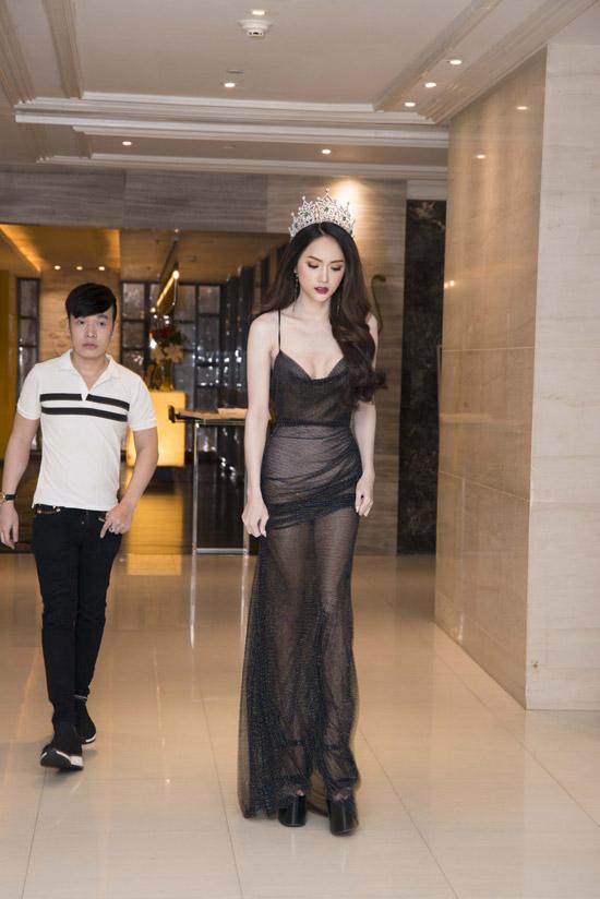 Hương Giang thân thiết hội ngộ búp bê chuyển giới Thái Lan - 1