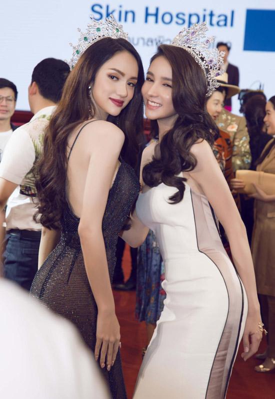 Hương Giang thân thiết hội ngộ búp bê chuyển giới Thái Lan - 7