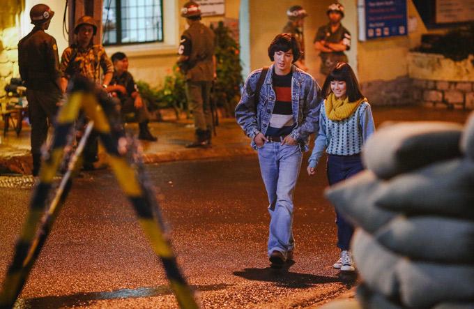 Tiến Vũ được yêu mến khi đóng vai chàng Đông Hồ, diễn cùng Hoàng Yến Chibi trong phim Tháng năm rực rỡ.