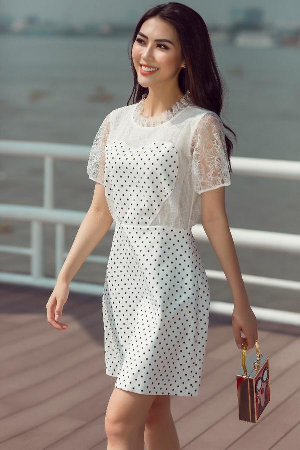 Trong bộ ảnh thời trang vừa thực hiện, Tường Linh mang tới nhiều gợi ý về cách phối váy áo họa tiết chấm bi theo phong cách mùa hè.