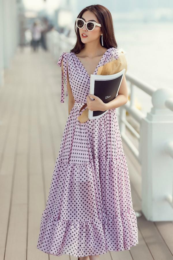Váy cổ điển cho ác bạn gái yêu phong cách tiểu thư và muốn tạo điểm nhấn nhẹ nhàng khi đến văn phòng.
