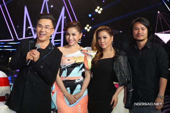 Đạo diễn Hoàng Nhật Nam (phải) bận rộn với Hoa hậu Việt Nam 2018 vẫn dành thời gian chấm thi Ca sĩ thần tượng.