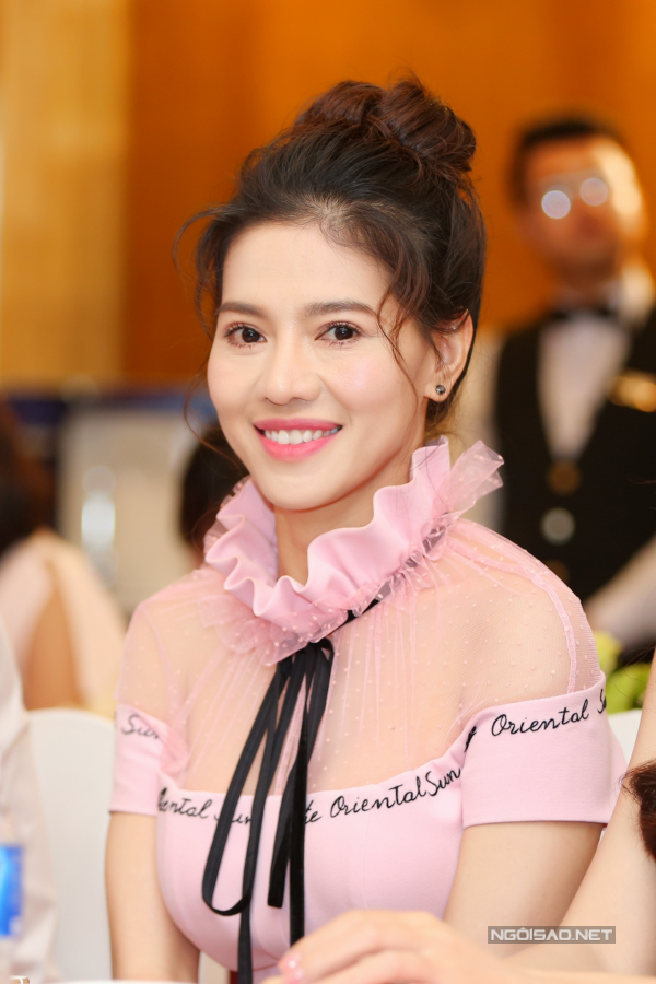 Bà Phạm Kim Dung - Phó Trưởng ban tổ chức cho biết, Hoa hậu Việt Nam 2018 vừa kết thúc vòng sơ khảo. Danh sách hiện tại có 30 thí sinh sẽ bắt đầu di chuyển và tranh tài tại thành phố Quy Nhơn từ ngày 13-23/6. Kỷ niệm 30 nămtổ chức, cuộc thi sẽ được diễn ra tại nhiều thành phố khác nhau với mong muốn có thể góp phần thúc đẩy du lịch và hỗ trợ cuộc sống người dân địa phương qua các dự án Nhân ái.