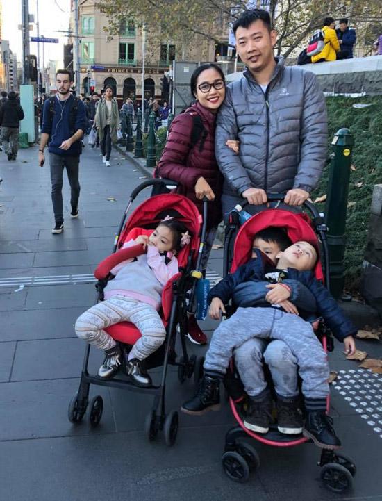 Vợ chồng Ốc Thanh Vân xoay sở canh chừng 3 con khi du lịch Australia - 11