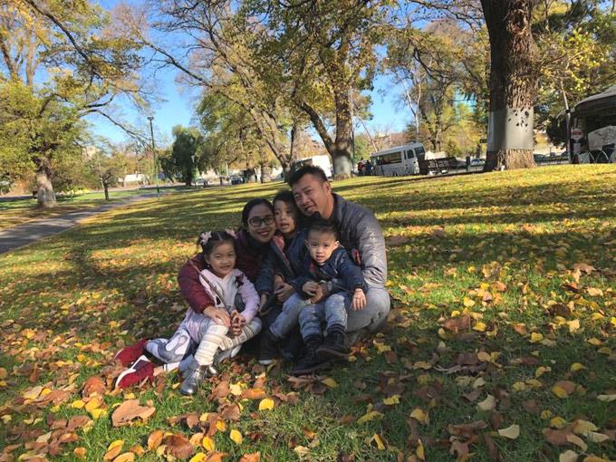 Vợ chồng Ốc Thanh Vân xoay sở canh chừng 3 con khi du lịch Australia - 12