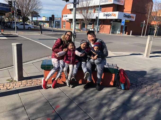 Vợ chồng Ốc Thanh Vân xoay sở canh chừng 3 con khi du lịch Australia - 7