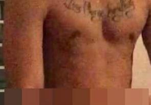 Diễn viên Tháng năm rực rỡ bị nghi là nhân vật nam trong video sex bị rò rỉ trên mạng xã hội. Hình xăm trên ngực của người đàn ông này giống hệt hình xăm của Tiến Vũ.