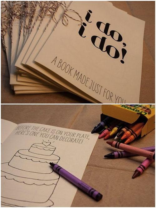 Bạn có thể đặt những cuốn sách tô màuchủ đề lễ cưới vừa để trẻ tiêu khiển trong hôn lễ vừalà phần quà để bé mang về.