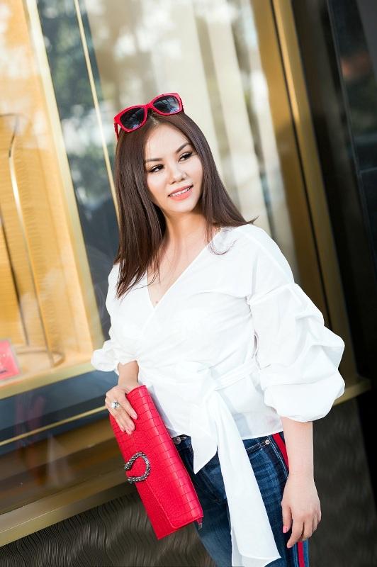 Hoa hau Vivian Van tre trung voi trang phuc dao pho