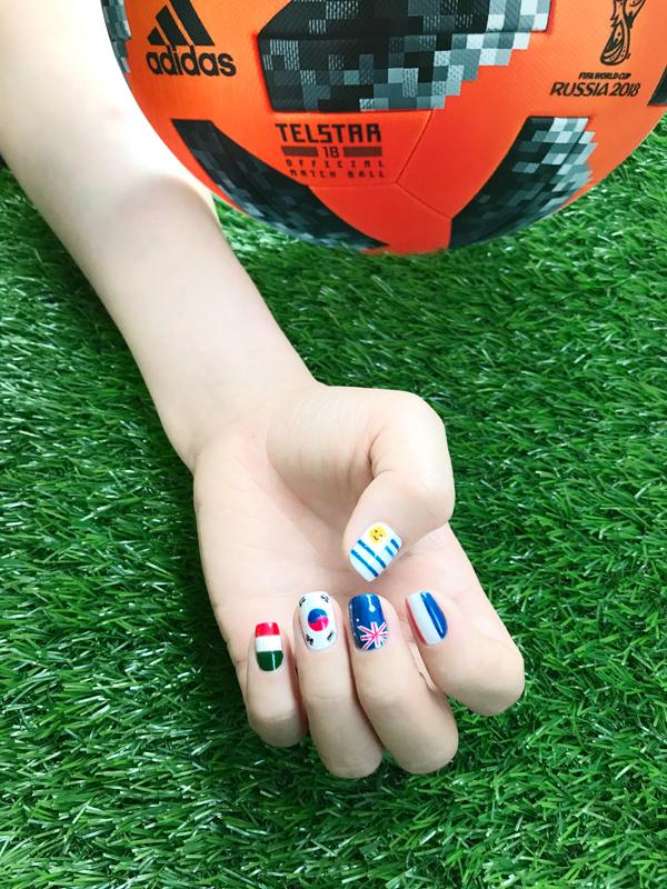 Quốc kỳ các nước là họa tiết quen thuộc mỗi mùa World Cup.