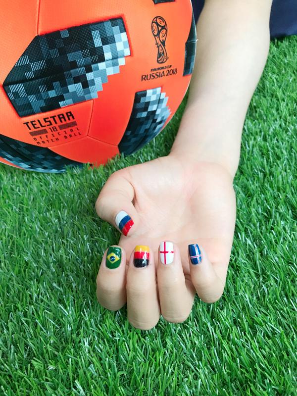 Chào đón World Cup với những mẫu móng tay mang màu cờ sắc áo - ảnh 6
