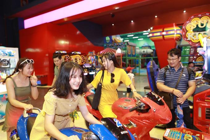 Xuân Bắc, Tự Long xuất hiện trong đêm khai mạc lễ hội đèn lồng Đà Nẵng - ảnh 9