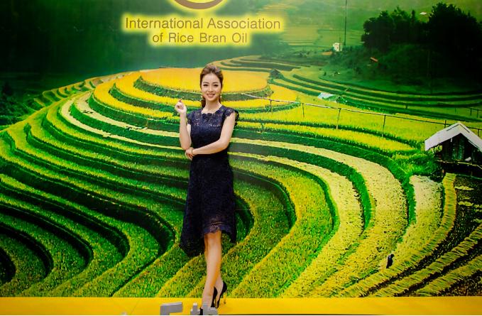 Hoa hậu Jennifer Phạm ưu tiên dùng dầu gạo trong chế biến món ăn - ảnh 1