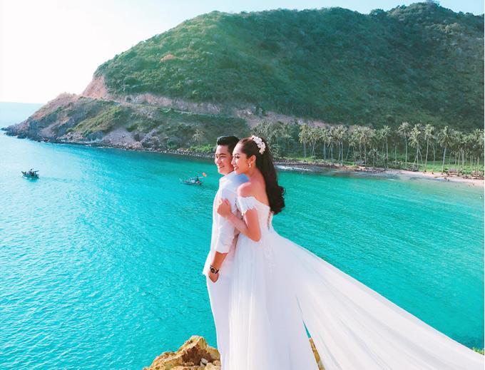 Chồng Thu Thảo sinh năm 1990, kinh doanh vật liệu xây dựng ở An Giang. Cặp đôi yêu nhau được 3 năm thì quyết định về chung một nhà.