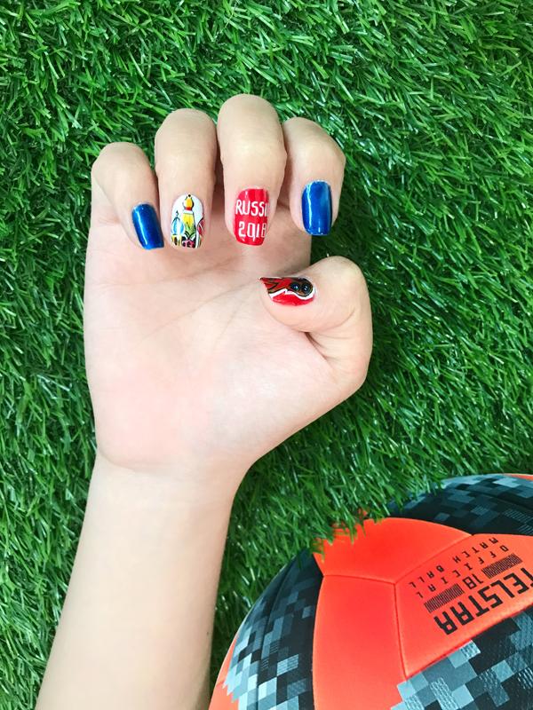 Chào đón World Cup với những mẫu móng tay mang màu cờ sắc áo - ảnh 1