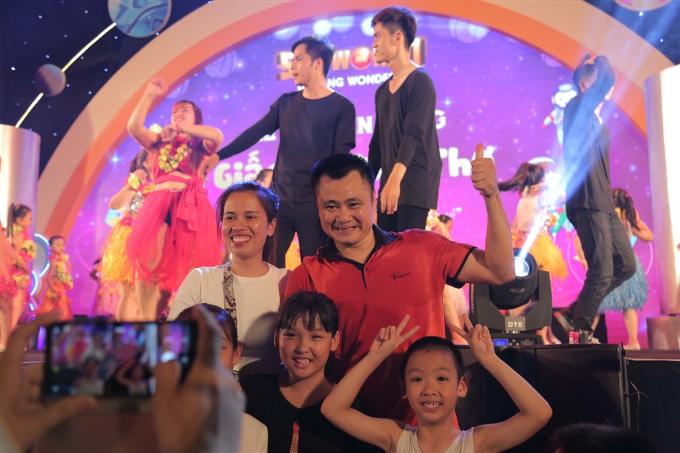 Xuân Bắc, Tự Long xuất hiện trong đêm khai mạc lễ hội đèn lồng Đà Nẵng - ảnh 3