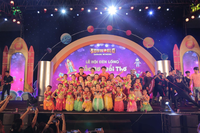Xuân Bắc, Tự Long xuất hiện trong đêm khai mạc lễ hội đèn lồng Đà Nẵng - ảnh 5