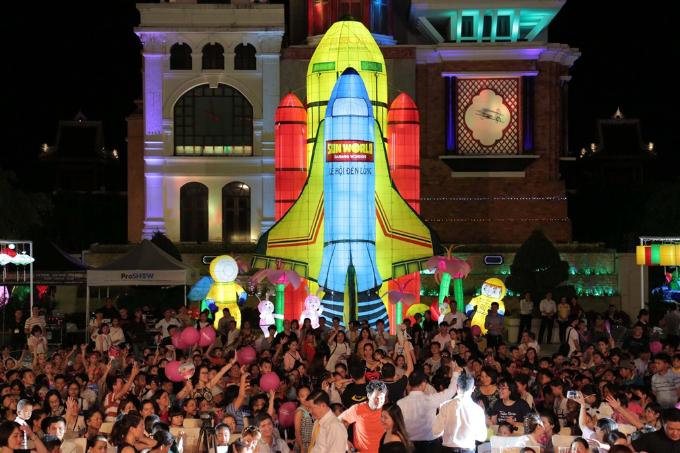 Xuân Bắc, Tự Long xuất hiện trong đêm khai mạc lễ hội đèn lồng Đà Nẵng - ảnh 7