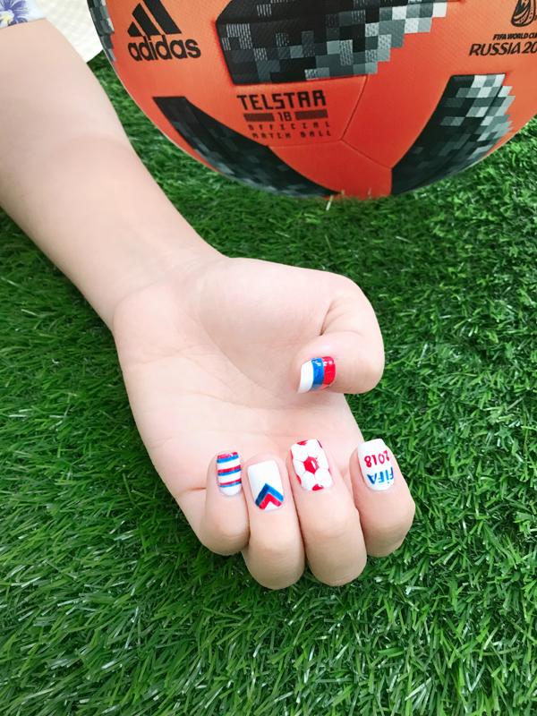 Chào đón World Cup với những mẫu móng tay mang màu cờ sắc áo - ảnh 2