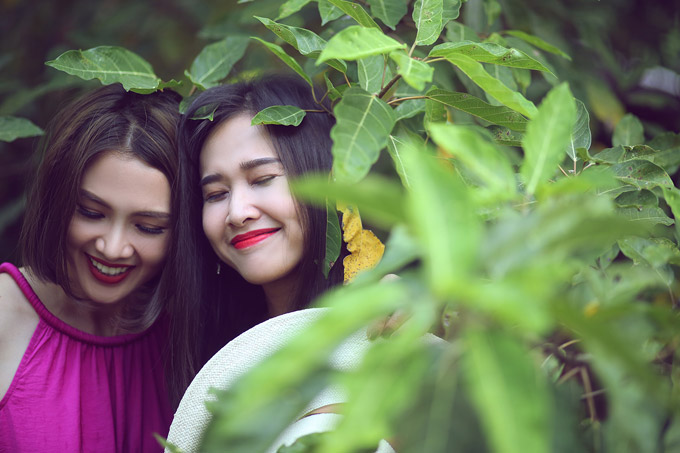 Không ít đồng nghiệp nhận xéthai người đẹp có nhiều điểm tương đồng về nhan sắc, chiều cao, nụ cười rạng rỡ.
