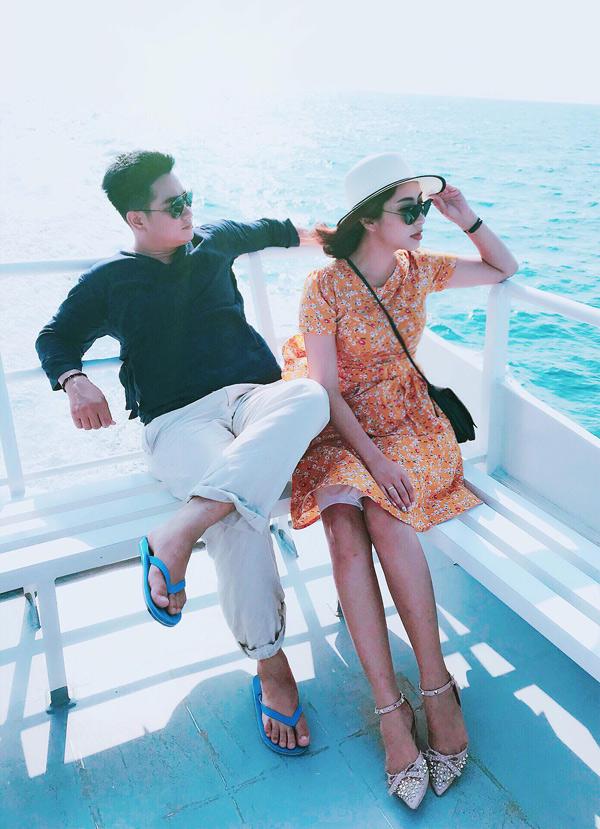 Hoa hậu Đại dương 2014 chia sẻ, ông xã Phúc Thành tính cách hiền lành, hết lòng yêu thương cô. Anh từng là diễn viên, đóng phim truyền hình Hồn lụa cùng Đặng Thu Thảo.