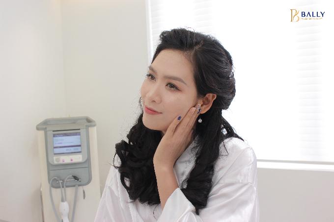 Người đẹp 8x cho biết cô cảm thấy yên tâm vì được chăm sóc bởi các bác sĩ giàu kinh nghiệm về thẩm mỹ làm đẹp.