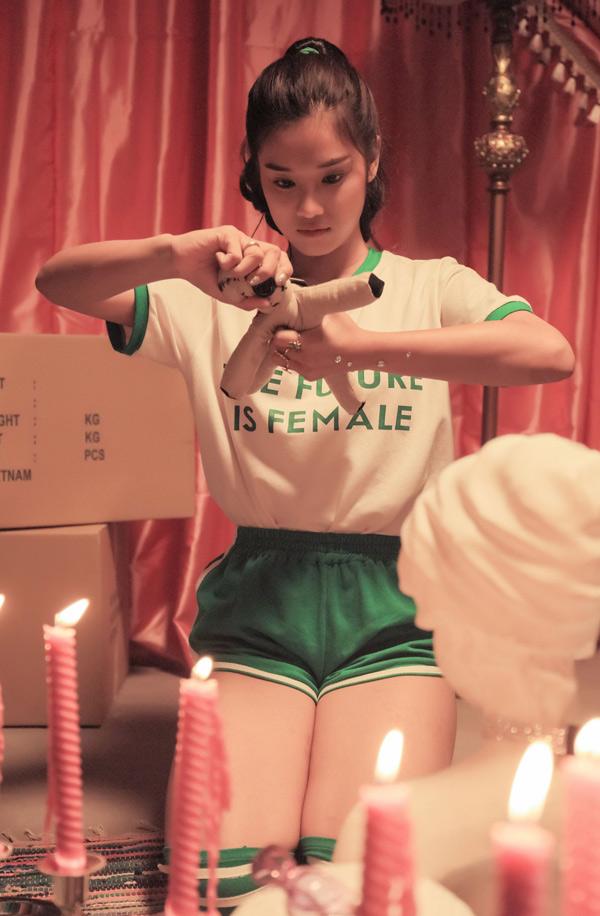 Hoàng Yến Chibi ăn liên tục khi đi quay MV - ảnh 3