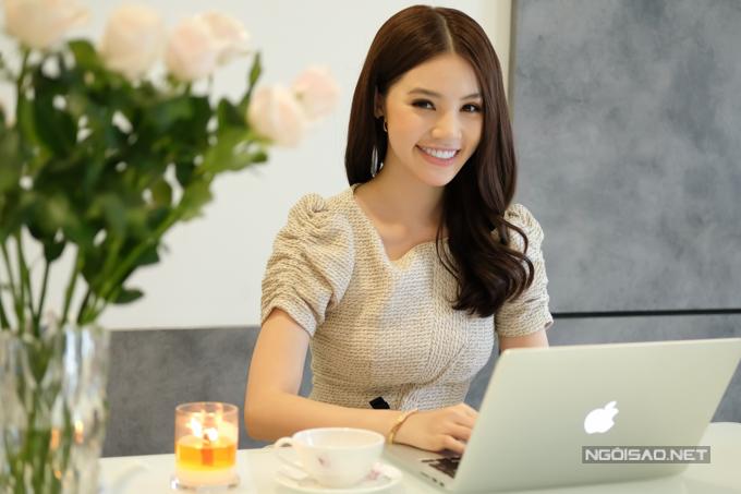 Hoa hau Jolie Nguyen song mot minh trong can ho chung cu gia 45 ty dong