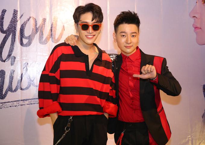 Nhạc sĩ Châu Đăng Khoa tới chúc mừng Tùng Mini. Sản phẩm mới kể về chuyện tình của chính chàng ca sĩ trẻ. MV do êkíp của Hàn Quốc thực hiện, mang màu sắc hiện đại, giai điệu bắt tai.