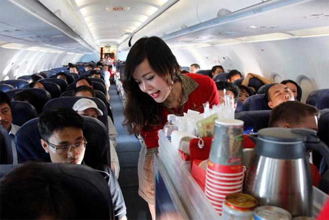 Đừng bao giờ ngồi yên một chỗ trong suốt chuyến bay