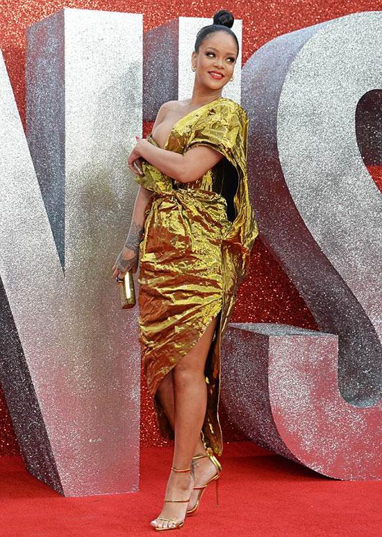 Trong phim Oceans 8 (Băng cướp thế kỷ: Đẳng cấp quý cô), Rihanna đảm nhận vai một nữ hacker cùng các cộng sự thực hiện phi vụ đánh cắp vòng kim cương tại lễ hội Met Gala.