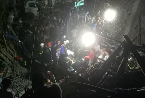 Sập sàn nhà đang xây dựng ở Hà Nội, một người chết - ảnh 2