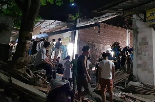 Sập sàn nhà đang xây dựng ở Hà Nội, một người chết - ảnh 1