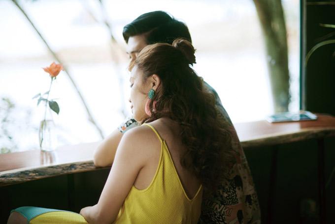 Yến Trang không gặp khó khăn khi diễn tả cảm xúc say đắm trong tình yêu. Ngoài đời, nữ ca sĩ 34 tuổi đã có bạn trai nhưng rất kín tiếng về chuyện đời tư.