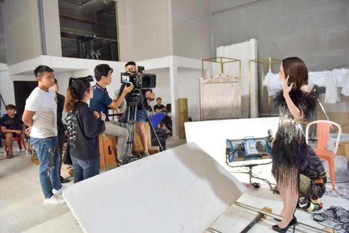 Hương Giang, Ngọc Trinh, Chi Pu quay clip quảng bá show Đỗ Long