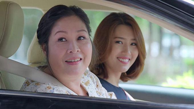 NSND Hồng Vân đóng vai mẹ của Thúy Ngân trong Gạo nếp gạo tẻ.