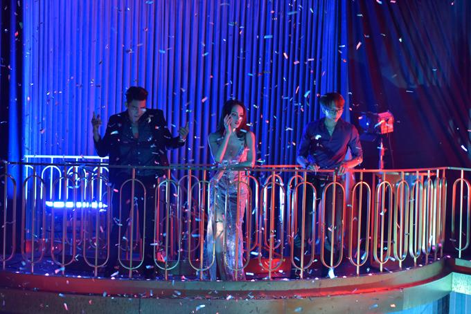 Huong Giang Ngoc Trinh Chi Pu mac goi cam di ghi hinh