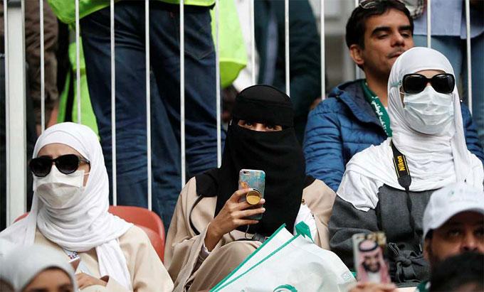 Những người đẹp Ảrập Xêút có mặt ở lễ khai mạc.
