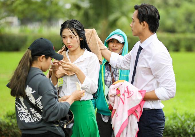 Mai Tai Phen lan dau hon em gai mua Thuy Linh