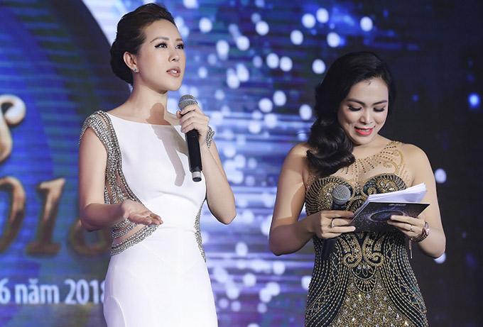 Thu Hoài tuyên bố sẽ trao cho người chiến thắng giải thưởng trị giá 200 triệu đồng.