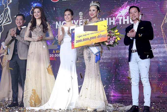 Diễm Hương, Thu Hoài lên trao giải và chúc mừng người đẹp đăng quang ngôi vị cao nhất. Sau sự kiện này, Thu Hoài ra Hà Nội tham gia một talkshow nói về hành trình lập nghiệp và bí quyết nuôi dạy con cái.