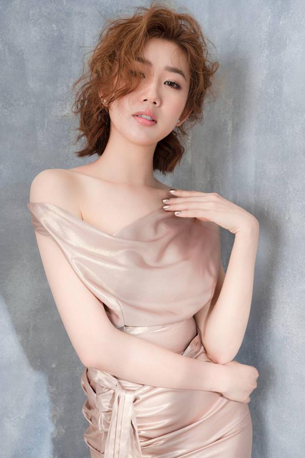 Nang dau danh da Thuy Ngan khoe duong cong sexy